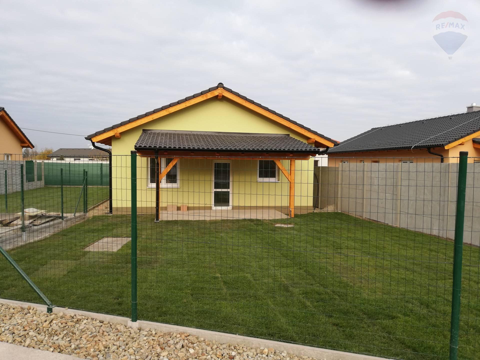 Na predaj priestranný  3 izbový rodinný dom  v tichej obci Kyselica NOVOSTAVBA!