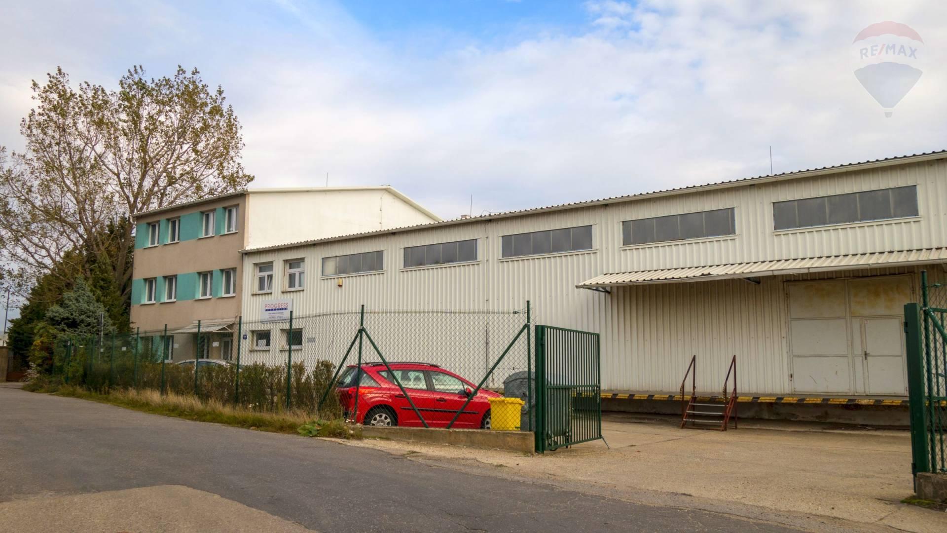 Administratívna budova so skladovou halou v Rači na predaj