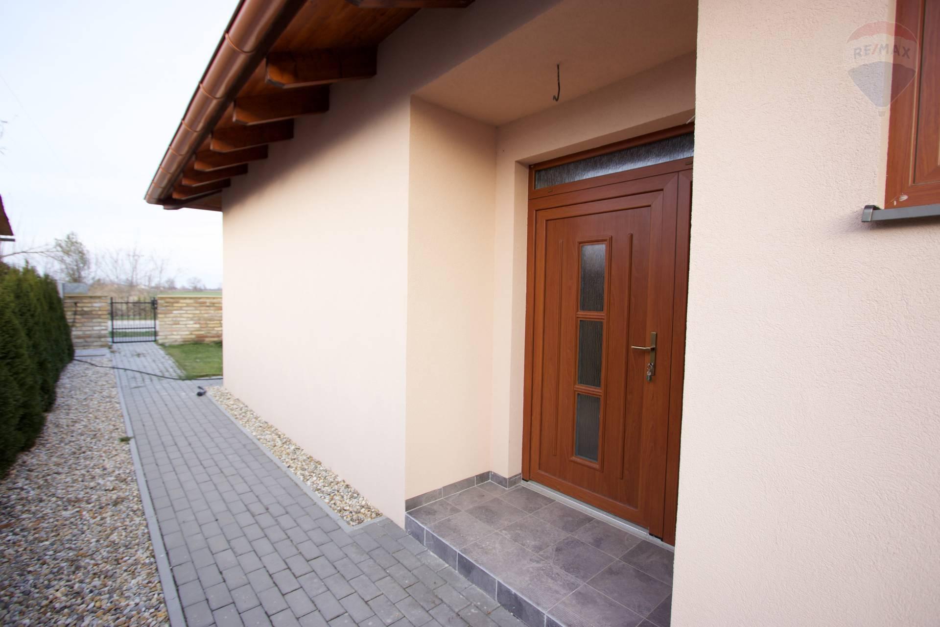 Na prenájom rodinný dom v Dunajskej Lužnej