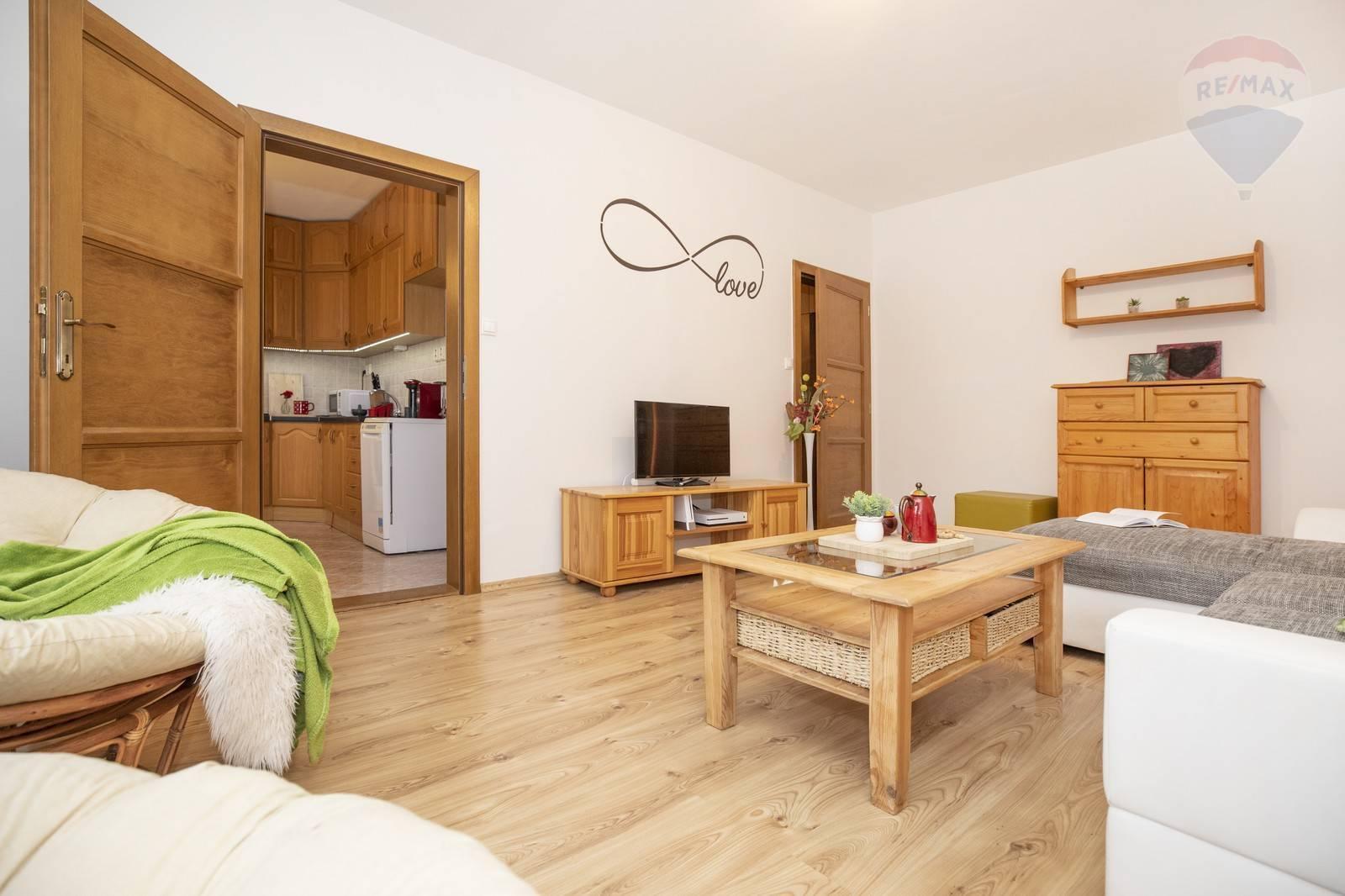Veľkorysý 85 m2 kompletne zrekonštruovaný 3-izbový byt na 7.sídlisku v Komárne NA PREDAJ