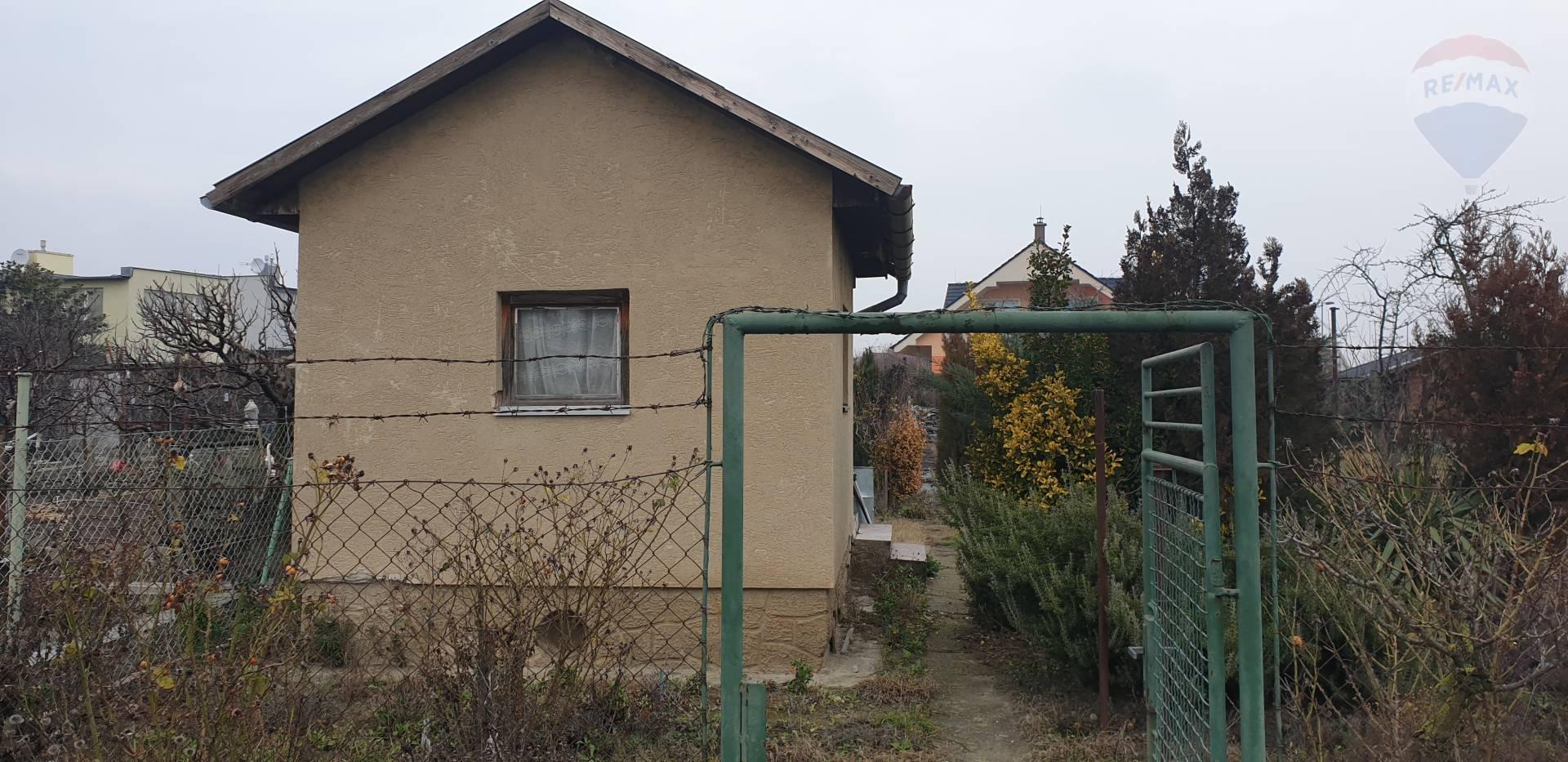 Záhradka s murovaným domčekom na predaj