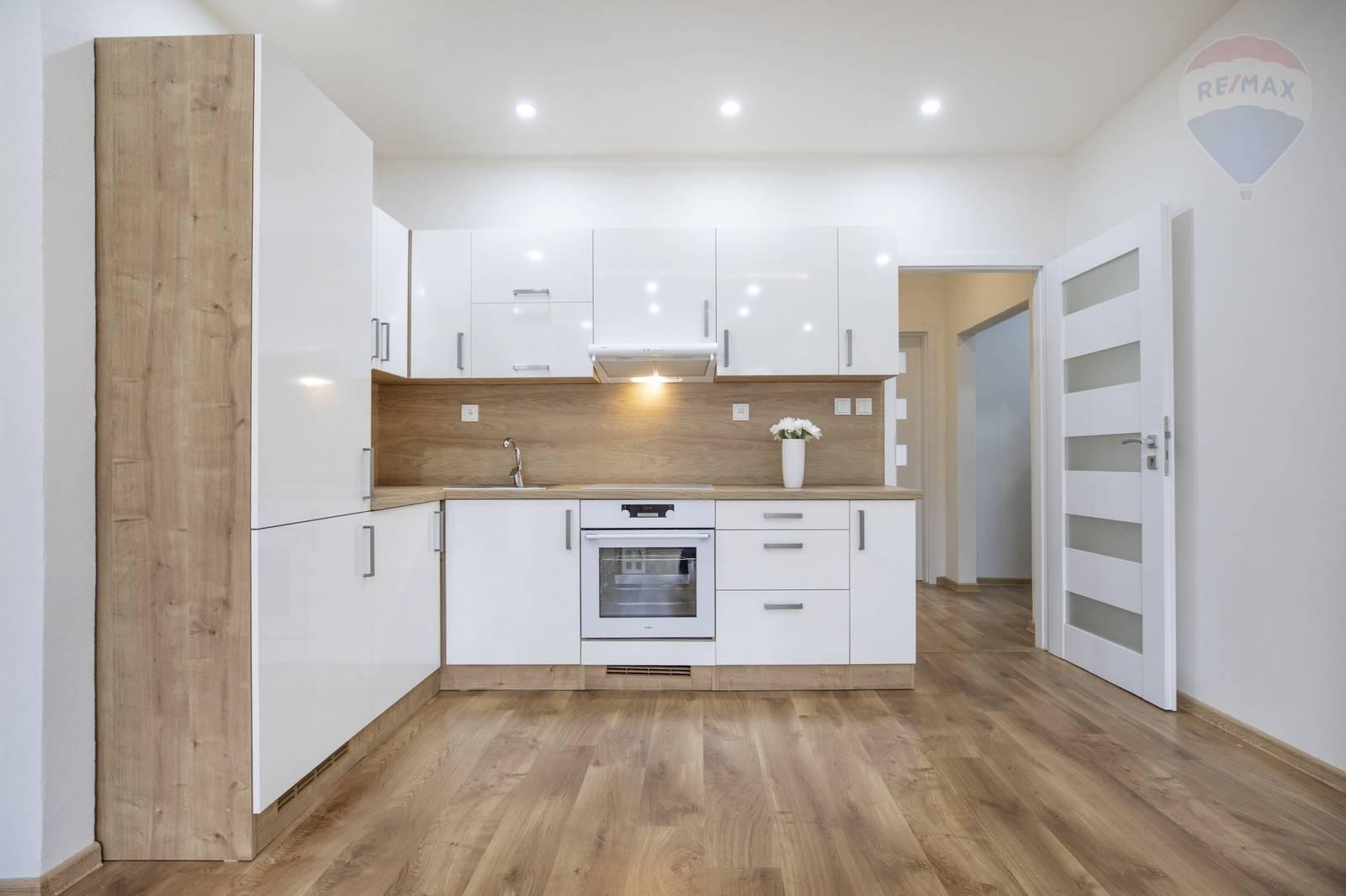 Na prenájom 3-izbový byt na Kukučínovej ulici - Bratislava