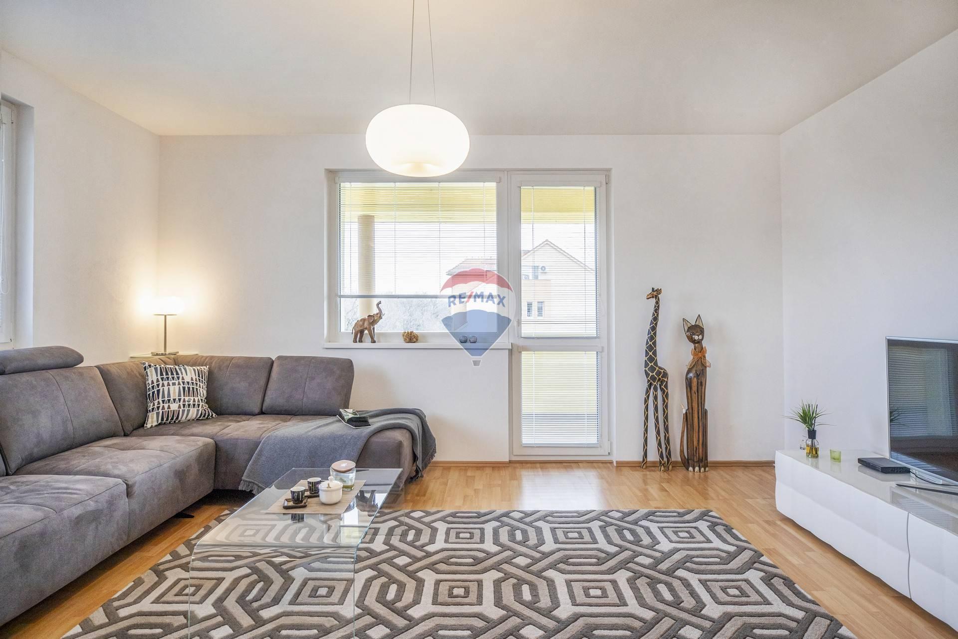 Na predaj : 3 izbový byt v Šamoríne