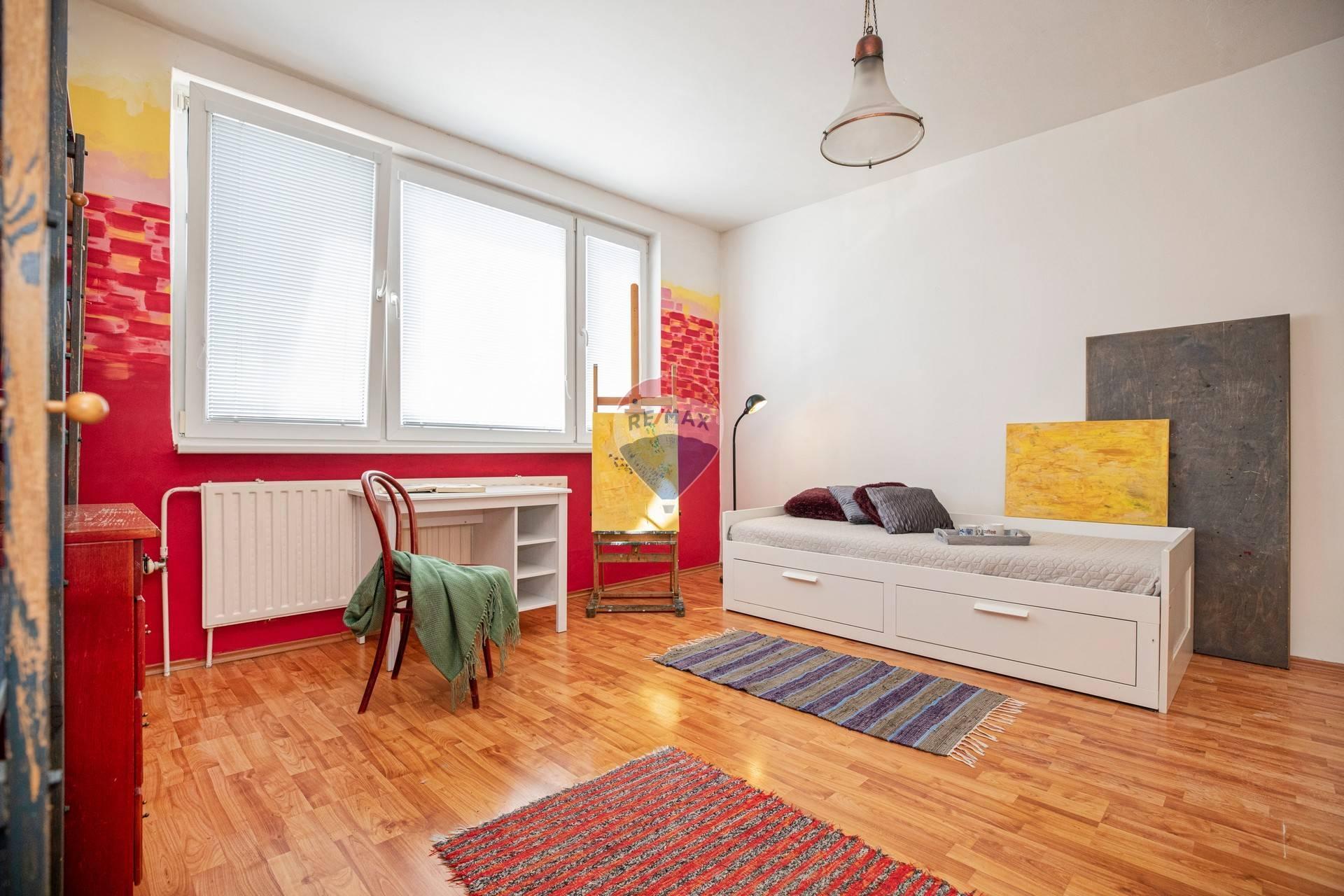 Na predaj 1- izbový byt (36m2) Petržalka-Strečnianska