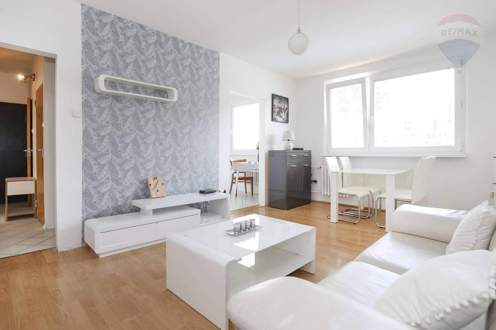 Prenájom 3 - izbového ( 68 m2 ) Bratislava -Petržalka