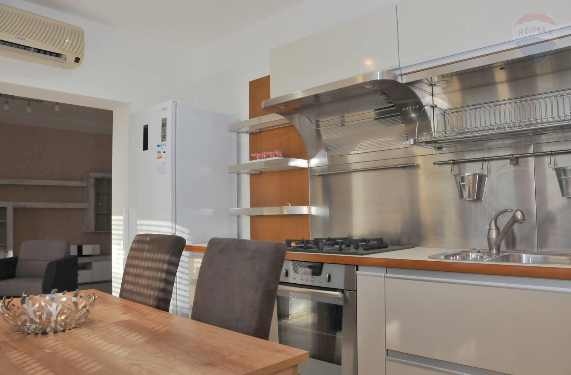 Prenájom bytu (3 izbový) 108 m2, Bratislava - Staré Mesto -