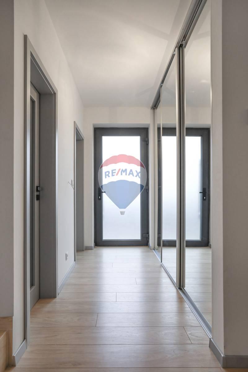 4 izbový byty s komfortom domu, dvor, dve parkovacie státia