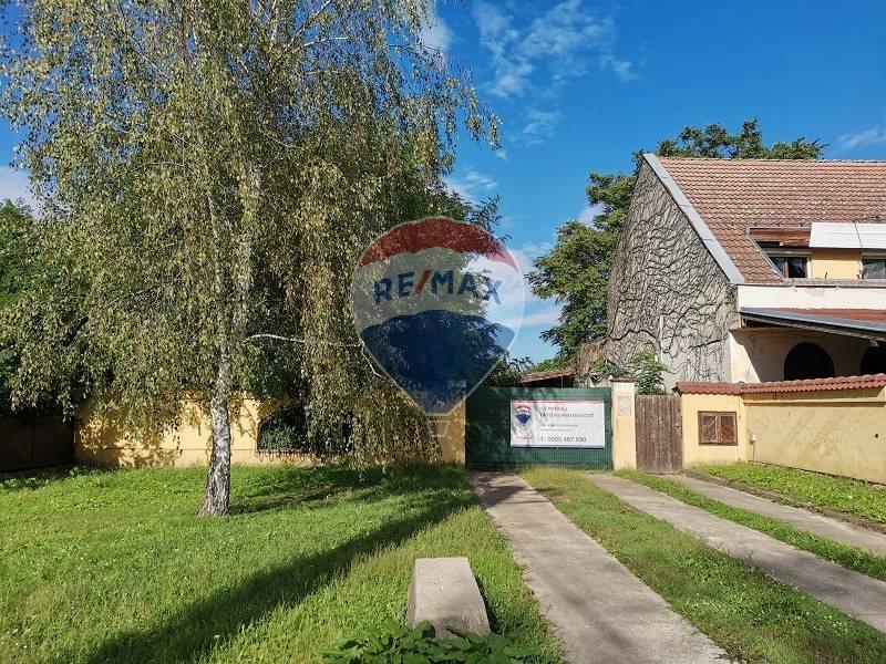 Úžasná nehnuteľnosť  v centre Hamuliakova, Hlavná ul., s veľkým možnosťami, 2715m2 pozemok