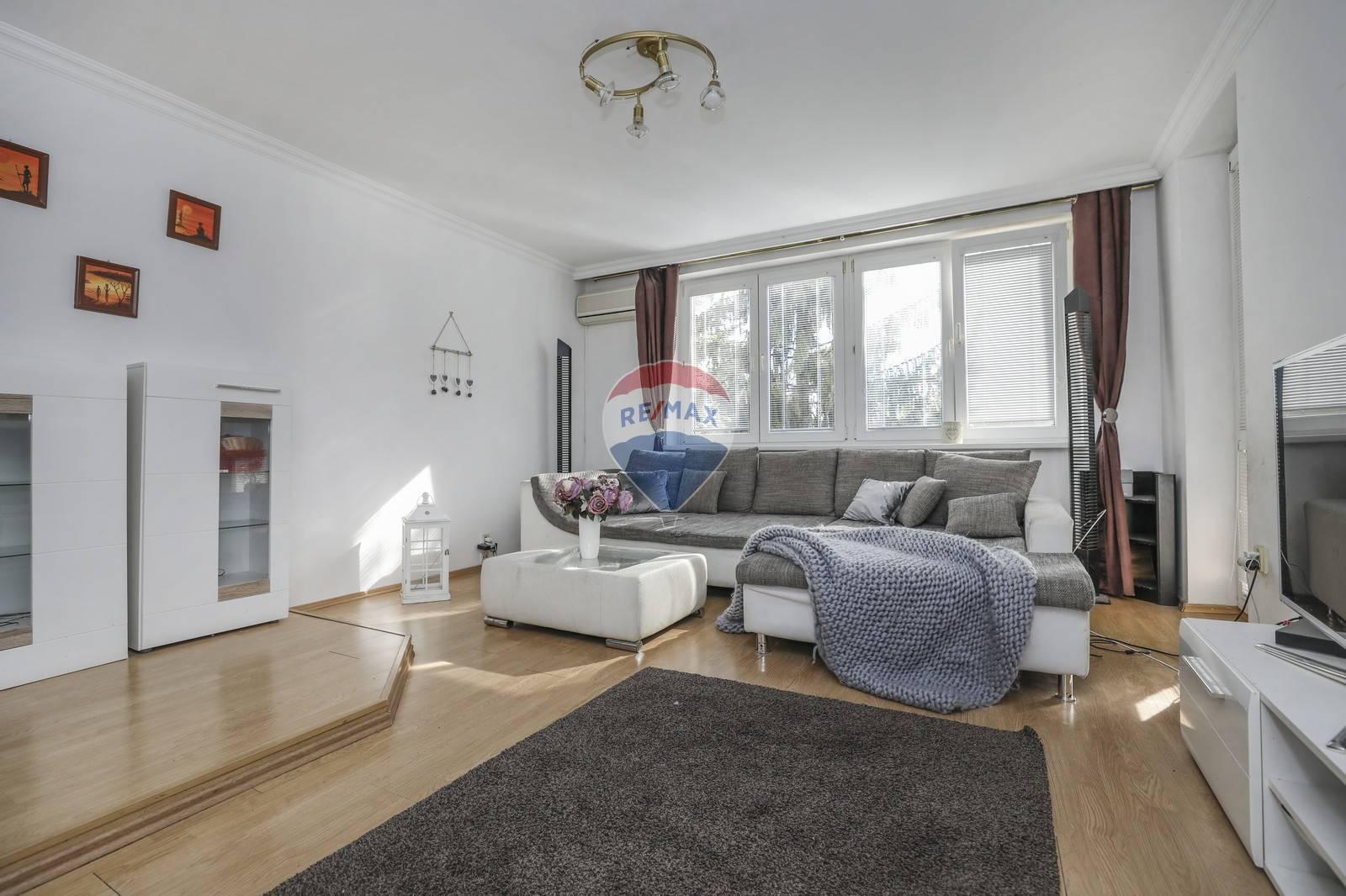 Na predaj veľkometrážny 4- izbový byt ( 120m2 ) Dunajská Lužná