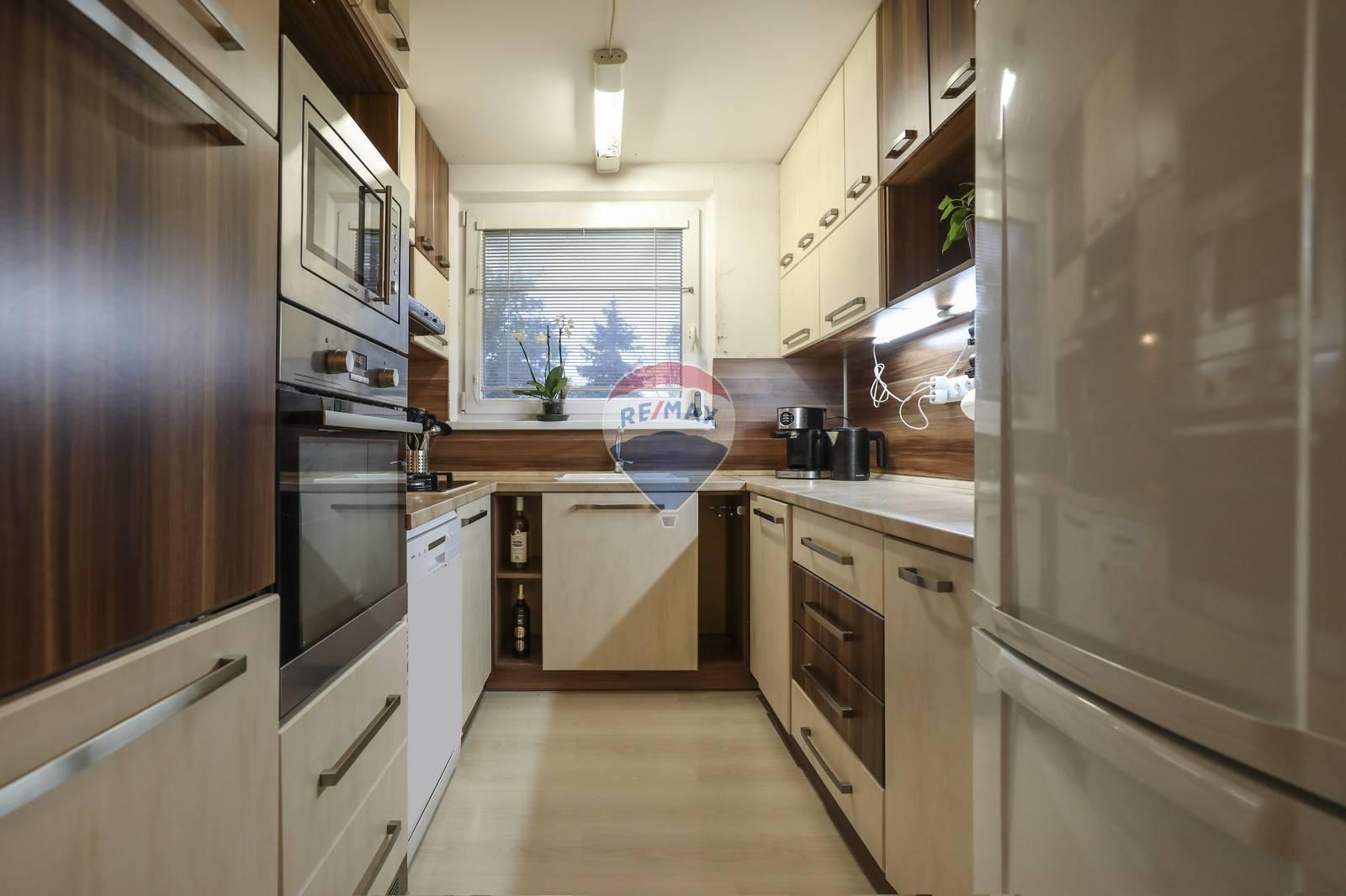Na predaj veľkometrážny 4 -izbový byt ( 86 m2 )