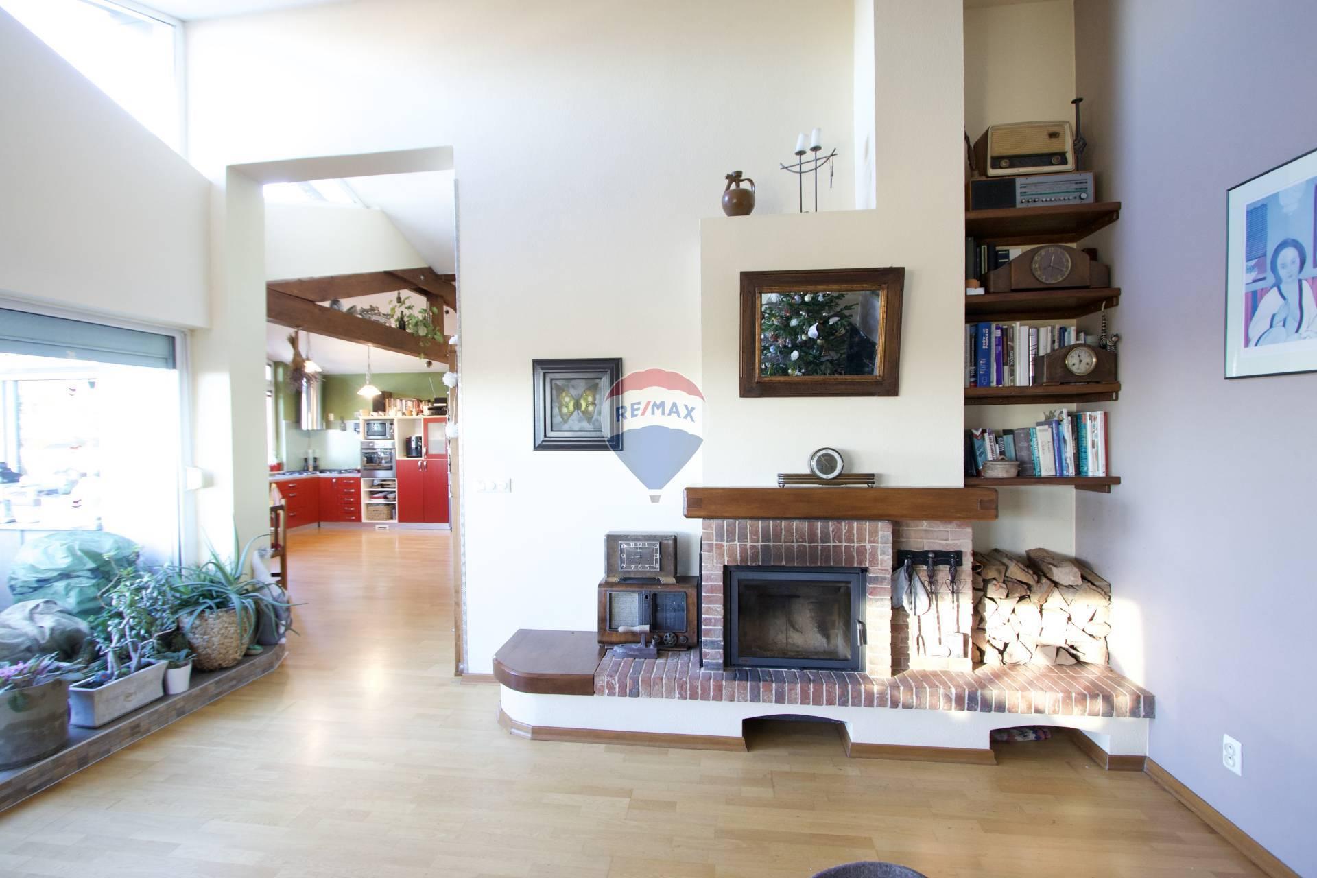 Napredaj 5 izbový mezonetový byt s terasou a s garážou