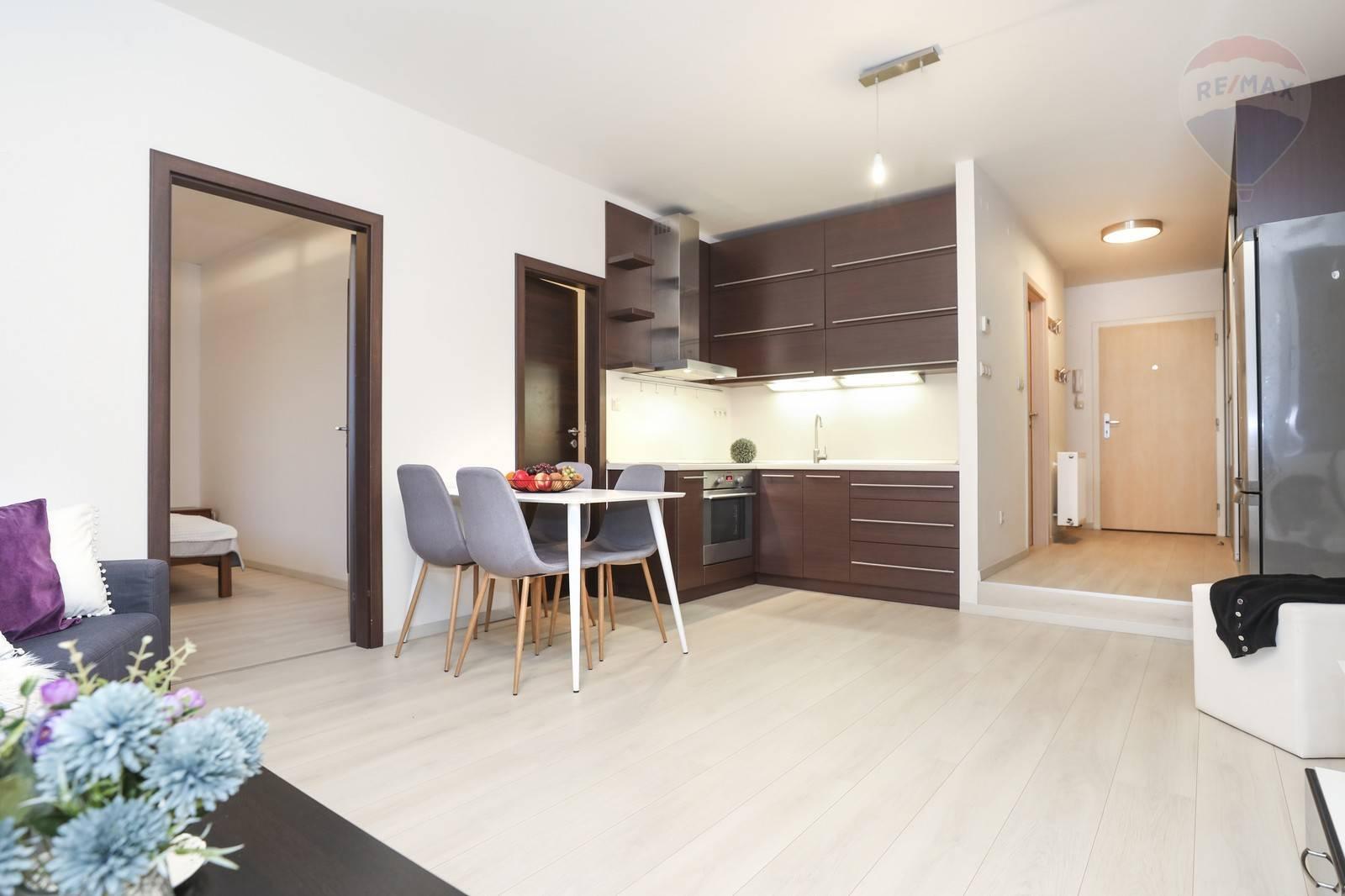Na predaj 2 -izbový byt ( 51 m2 ) v CENTRE mesta Šamorín