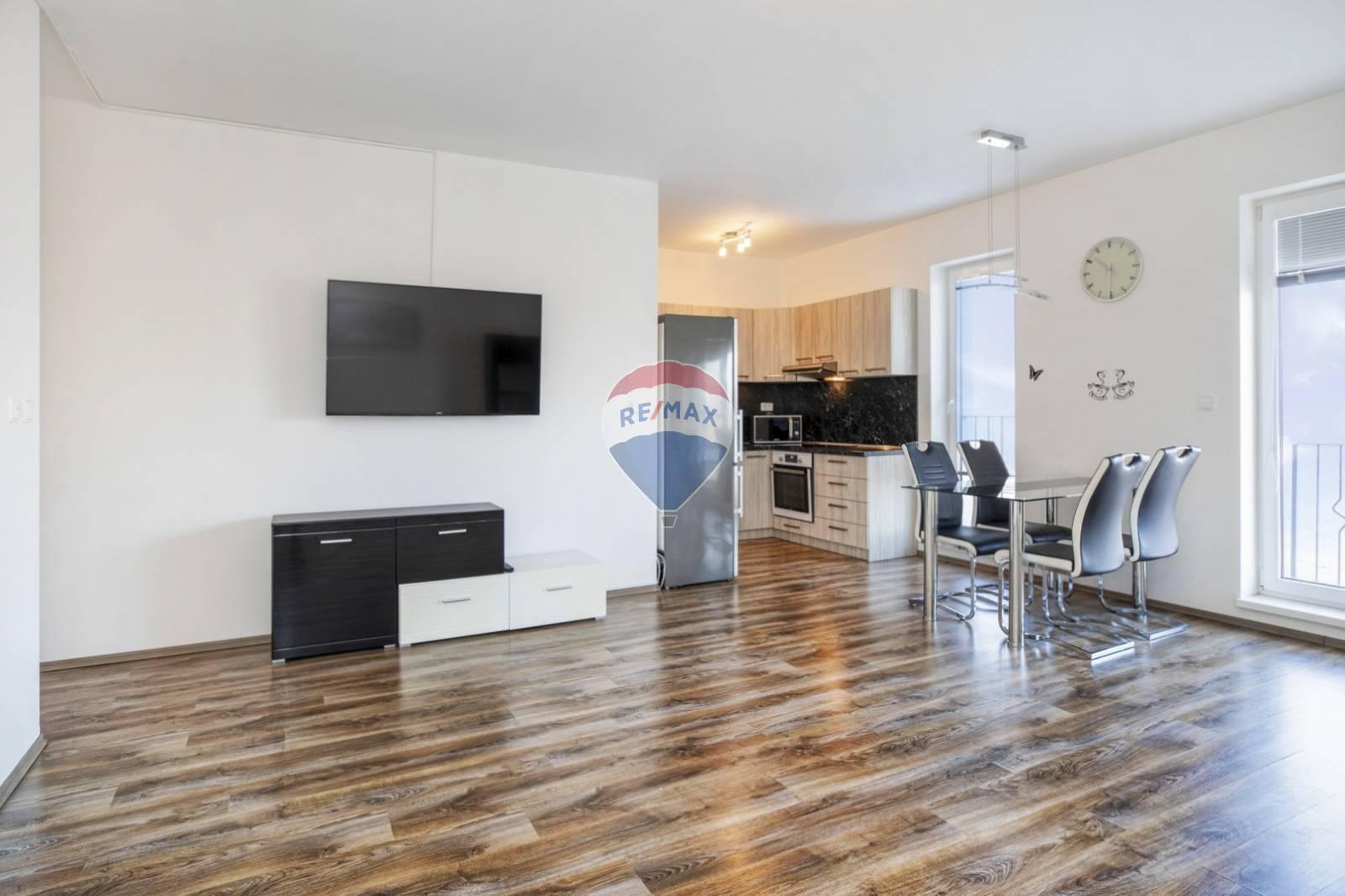 Na predaj : 3 izbový byt Blatná na Ostrove - Novostavba