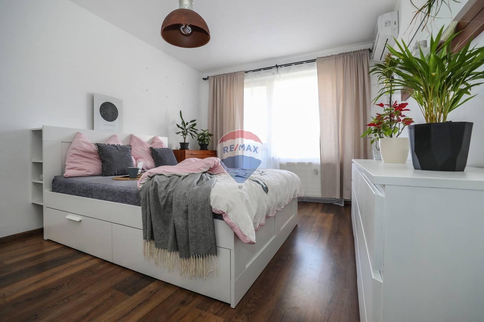 Na predaj 4 -izbový byt ( 86m2)s Loggiou -Hlavná ul., Šamorín