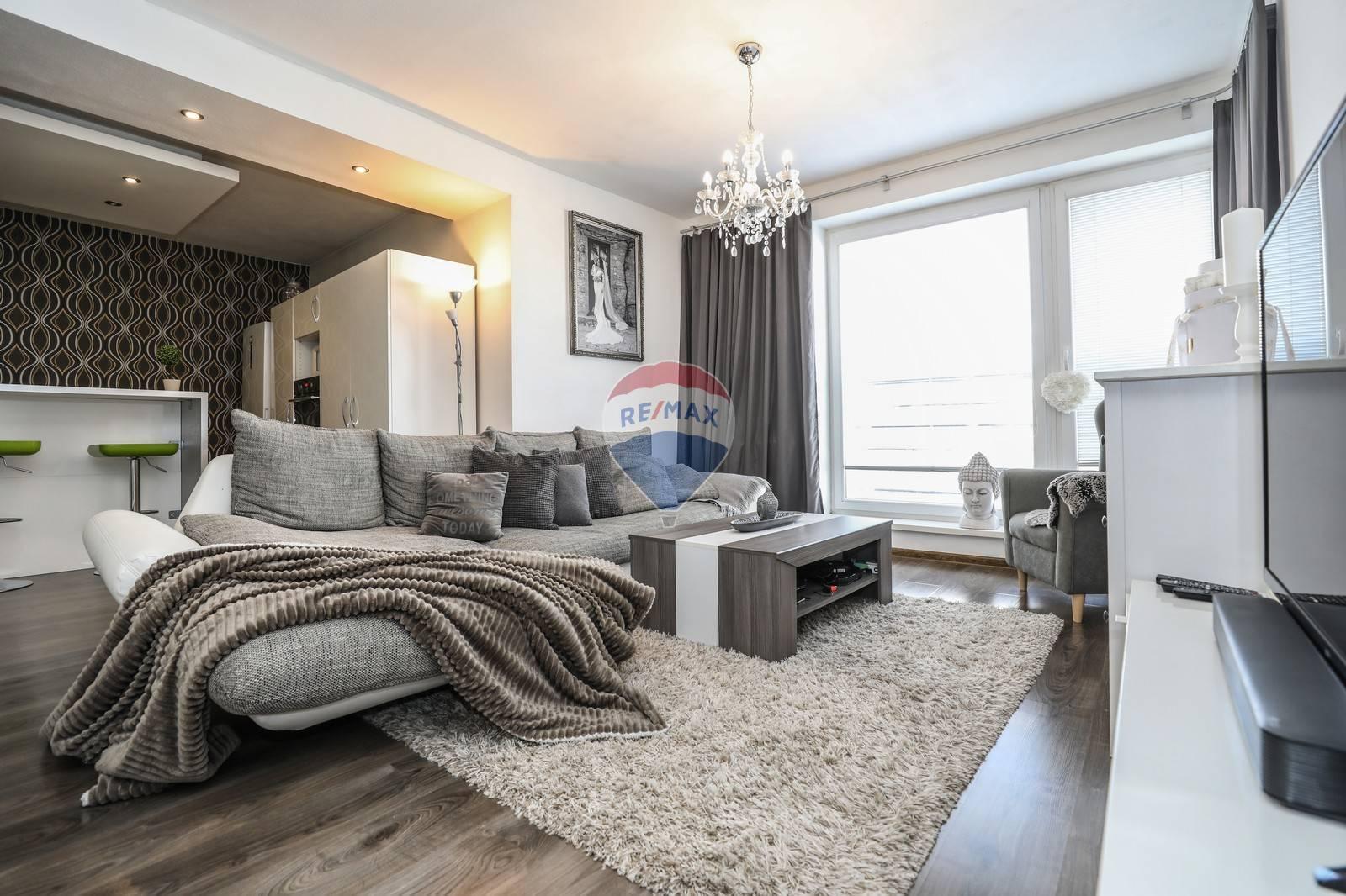 Na predaj 2 -izbový byt (63m2) s balkónom -Rovinka
