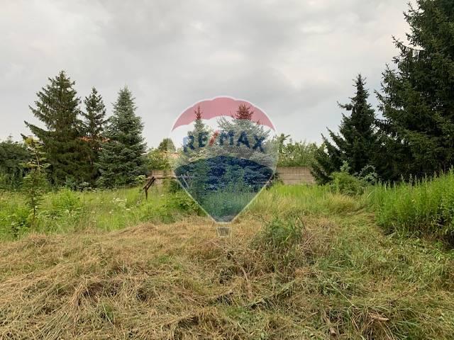 Na predaj výnimočný pozemok  2715m2 v centre Hamuliakova