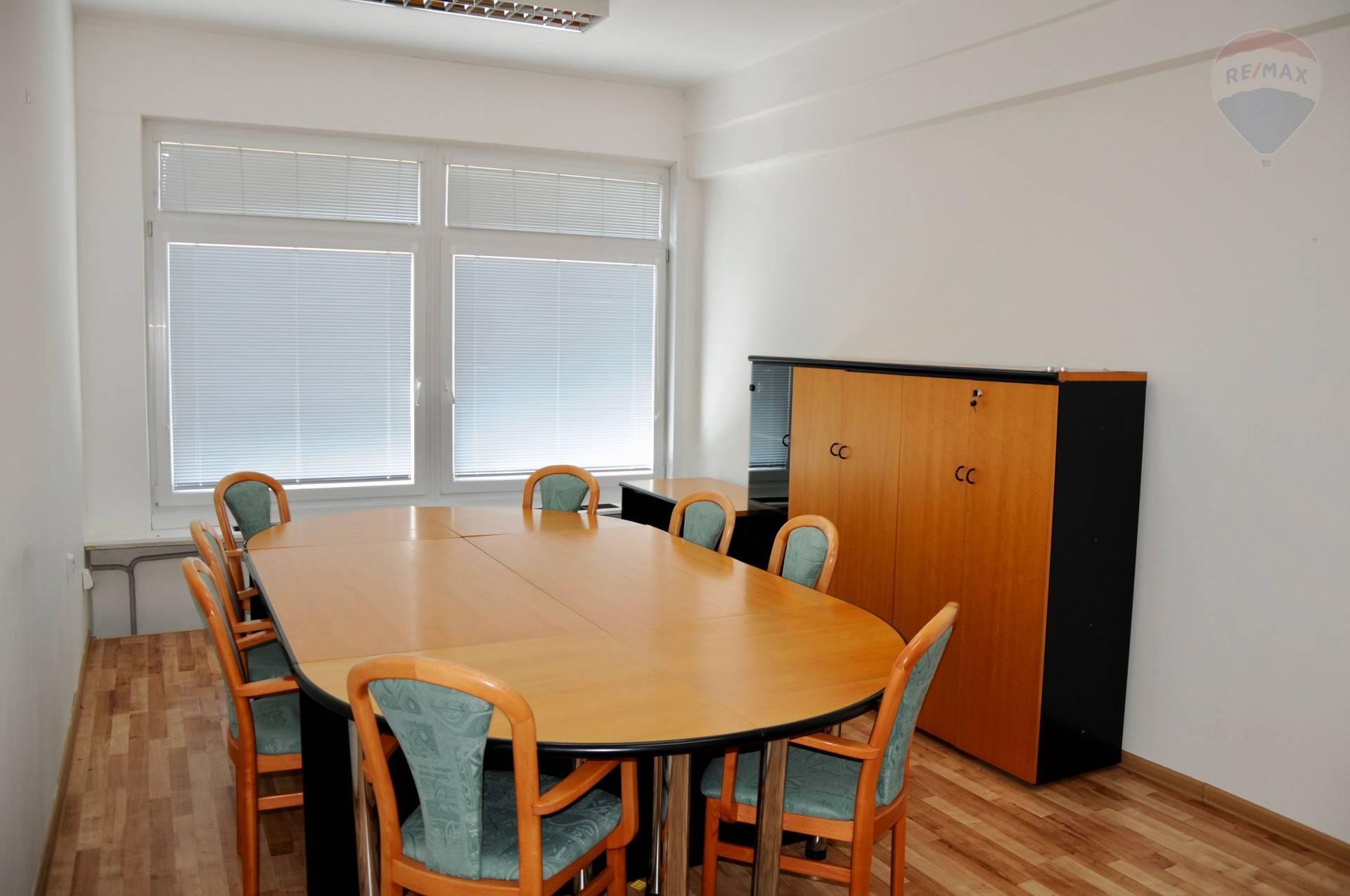 Prenajom kancelárií 15m2, 21m2 - v užšom centre mesta