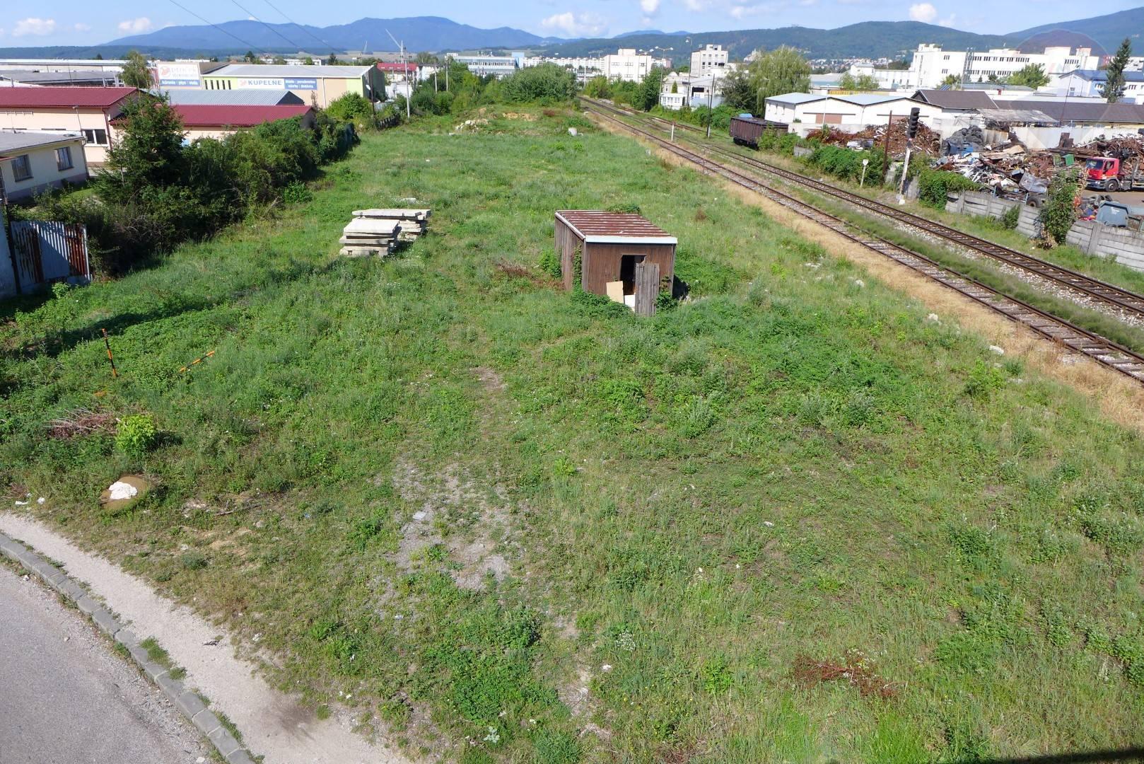 PREDAJ - Komerčný pozemok  8718 m2, priemyselná časť mesta s dobrou dostupnosťou - PRIEVIDZA