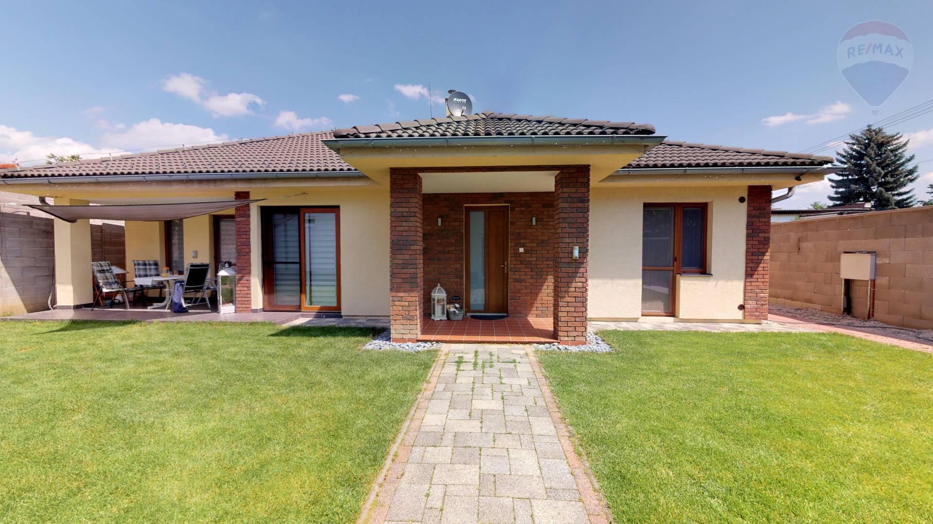 NOVOSTAVBA - Rodinný dom 5 izbový ul. Ľ. Štúra - vyhľadávaná lokalita mesta PRIEVIDZA