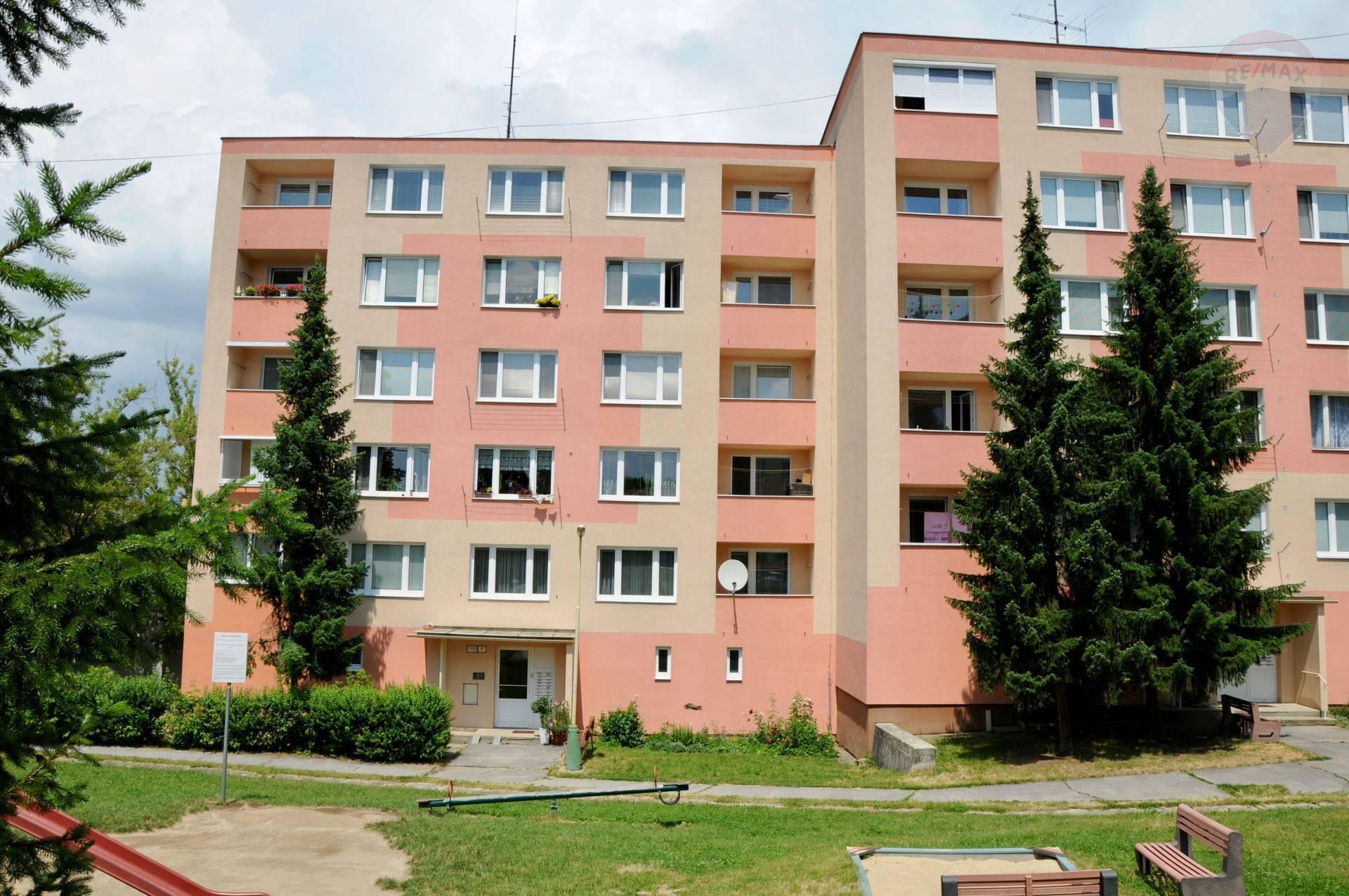 REZERVOVANÉ !!! - 3 izbový byt 71 m2 s loggiou -Čierne mesto -blízko centra