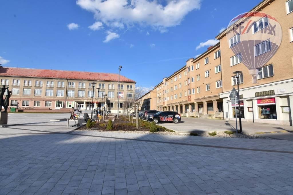 Podnikateľský  priestor 112 m2  Prievidza, námestie