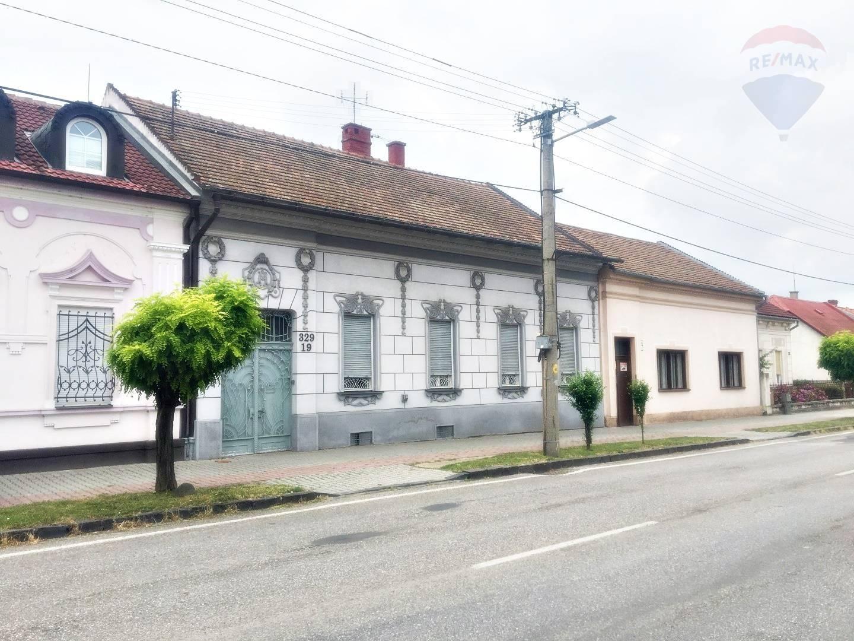PREDAJ - 2 RODINNÉ HISTORICKÉ DOMY na pozemku 827 m2 ul. Stummerová - TOPOLČANY