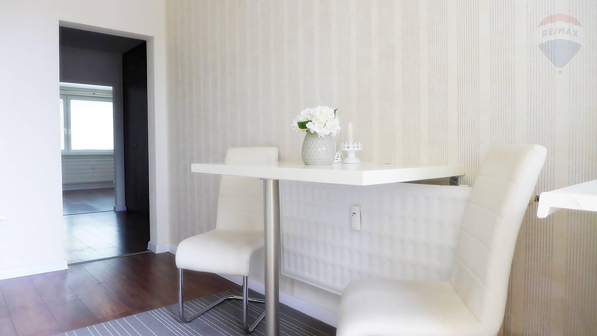 REZERVOVANÉ  2 izbový byt, 50 m2, kompletná rekonštrukcia, ul. Clementisa sídl. Sever PRIEVIDZA