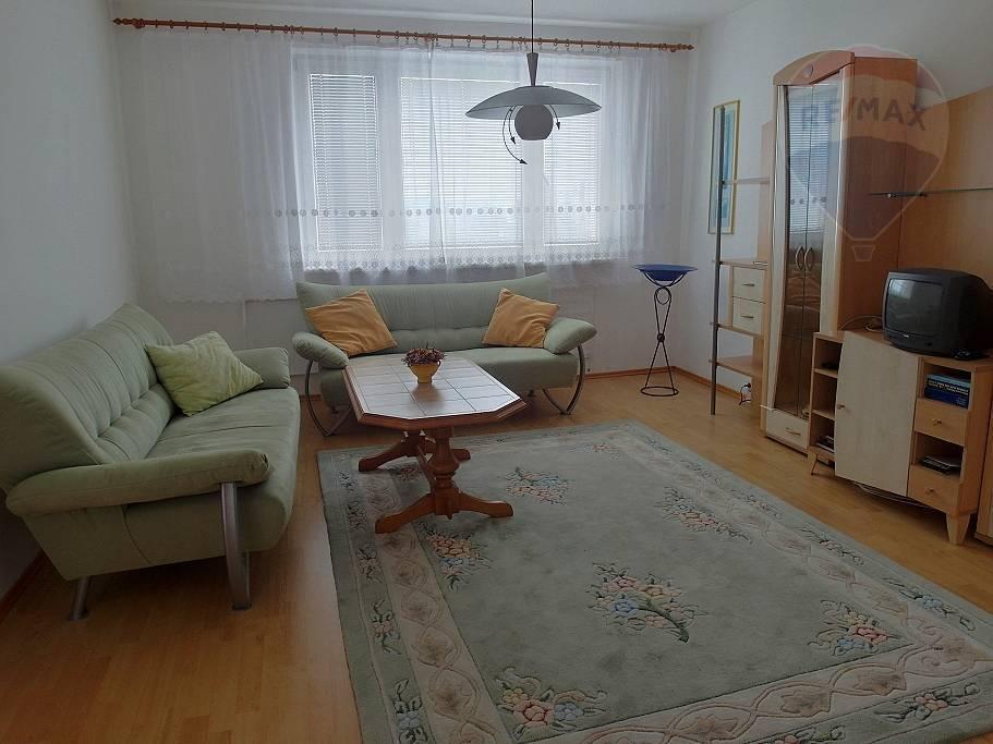 PREDAJ 3 - izbový zariadený byt lokalita Zapotôčky Prievidza