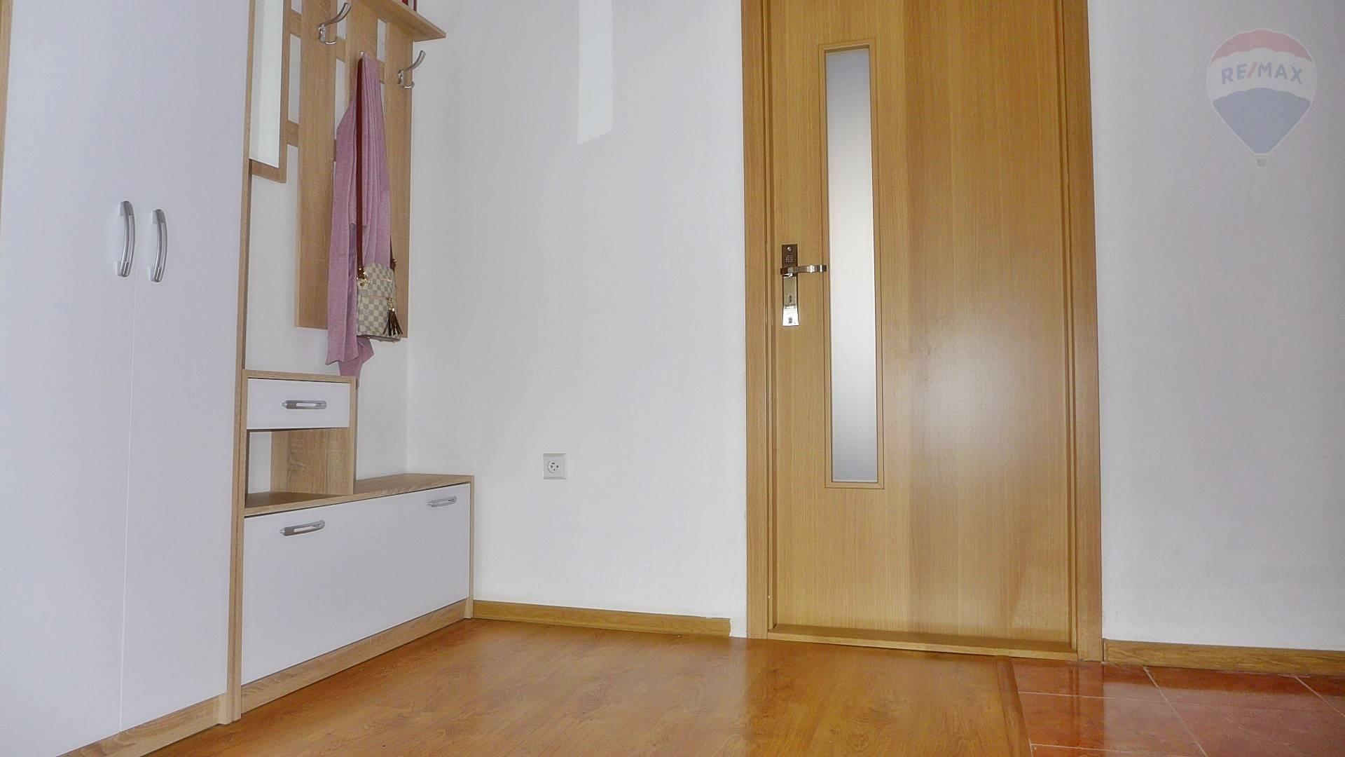 Predaj bytu (3 izbový) 70 m2, Prievidza - 3 izbový byt, 70 m2 ul. M. Rázusa sídl. Zapotôčky  -  PRIEVIDZA