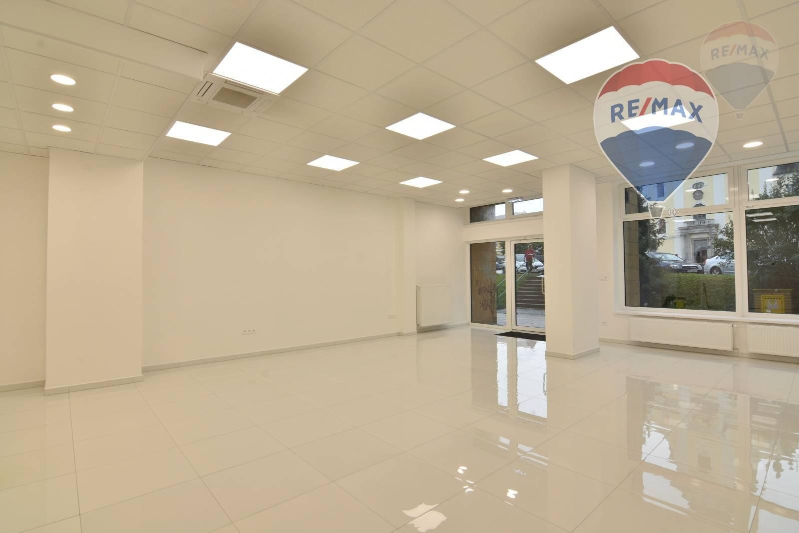 Podnikateľský priestor pre obchod , služby , sídlo firmy  77 m2  CENTRUM  Prievidza