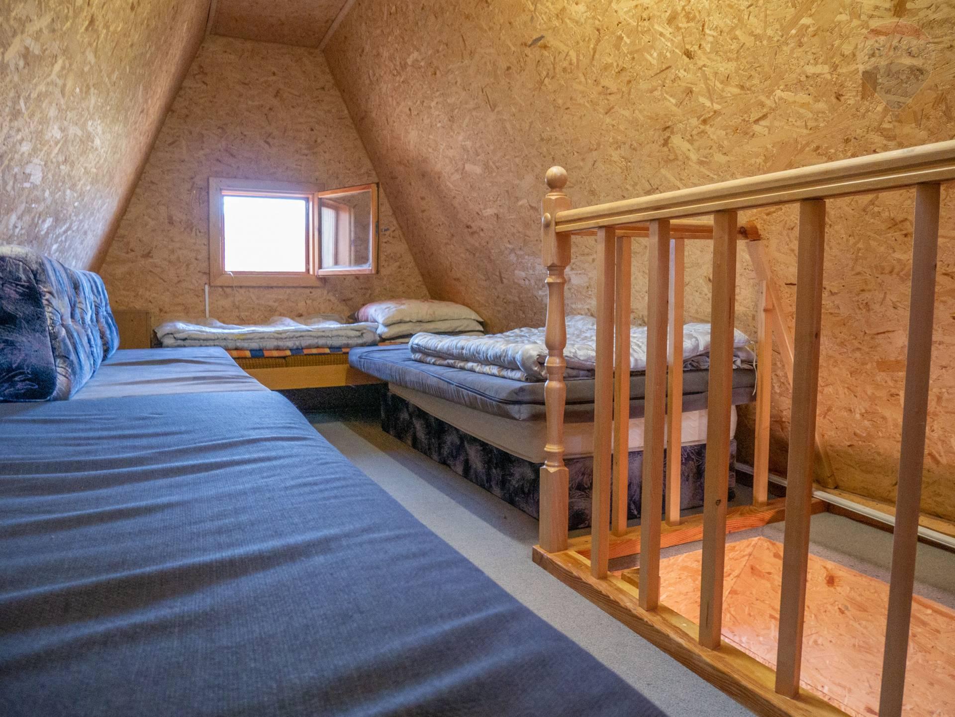PREDAJ - Chatka s kúpeľnou! -Pozemok 797 m2 - Horná ves - Okres Prievidza