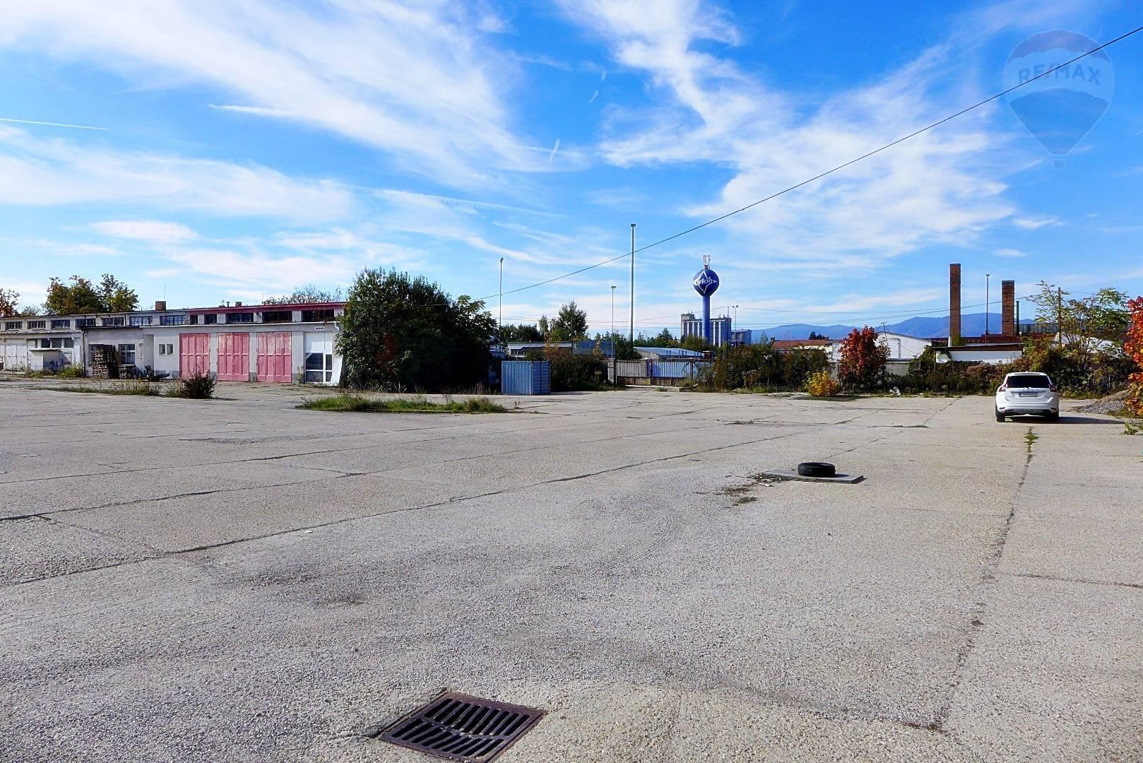 PREDAJ pozemku o výmere 8.566 m2, ul. Nadjazdová, priamo pri hlavnom ťahu cesty TRENČÍN - PRIEVIDZA