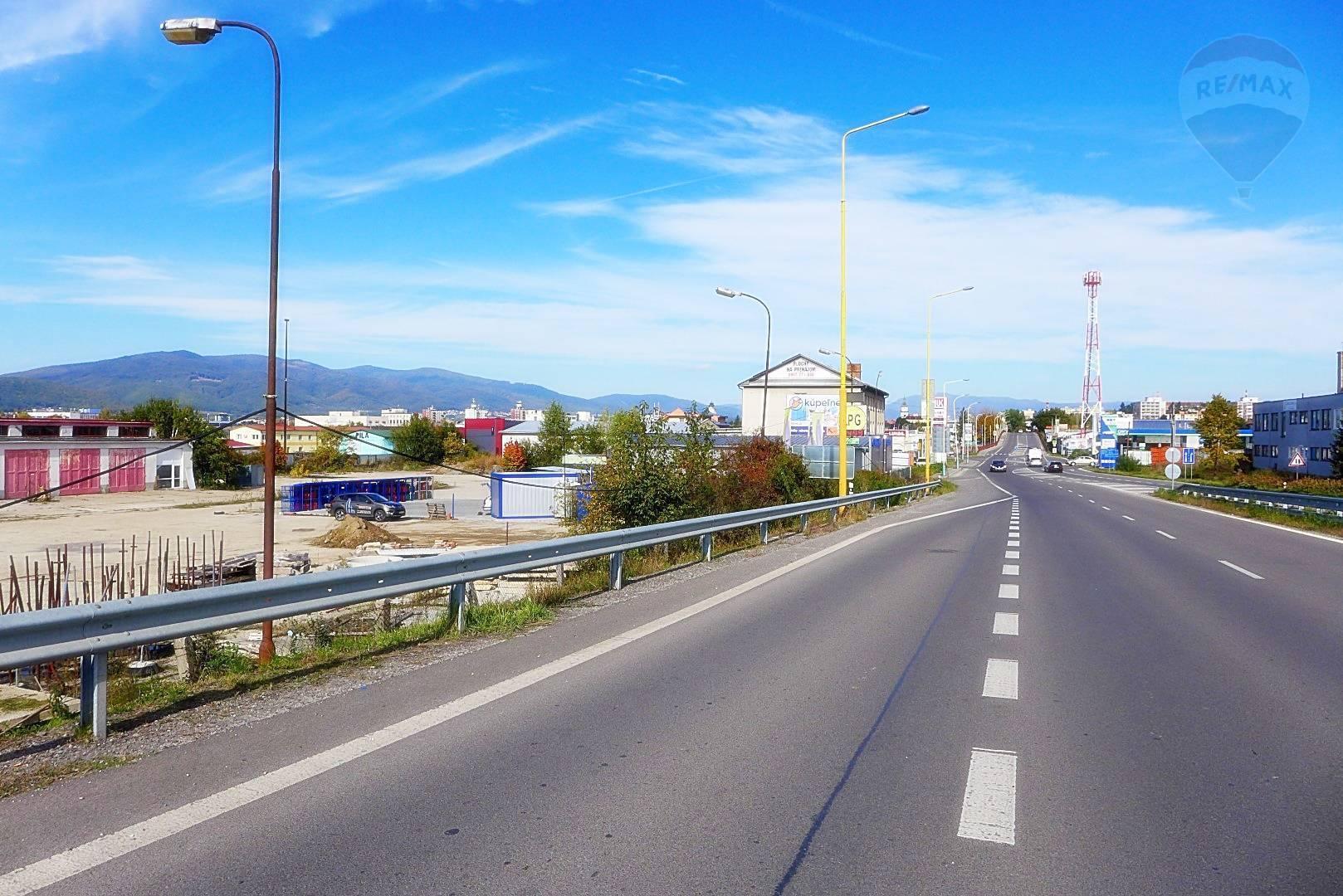 Predaj pozemku 8566 m2, Prievidza - Pozemok o výmere 8.566 m2, ul. Nadjazdová,  priamo pri hlavnom ťahu cesty TRENČÍN - PRIEVIDZA