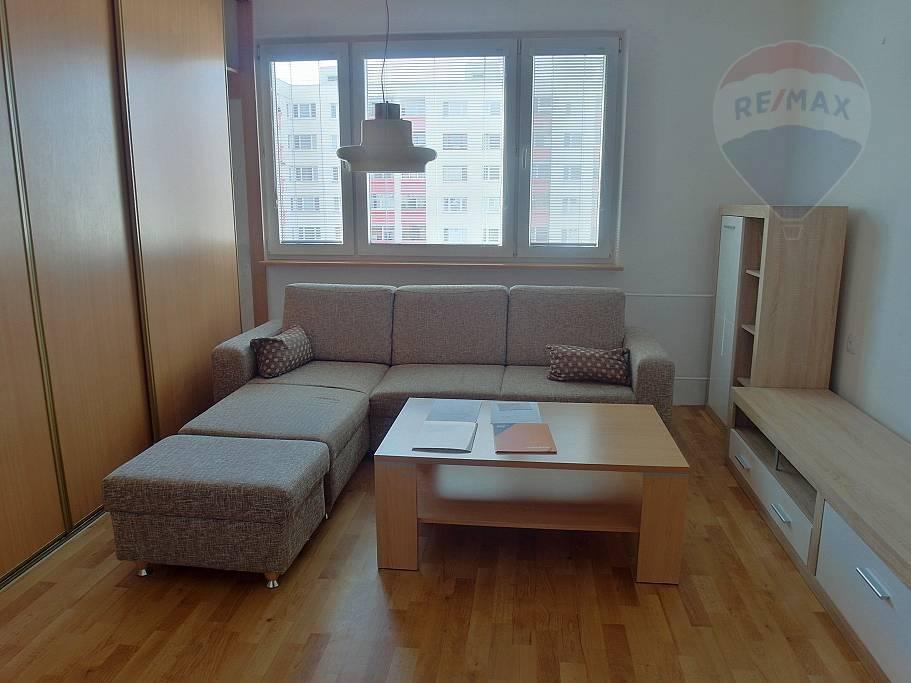 PRENÁJOM -2- izb. byt - lokalita Necpaly Prievidza
