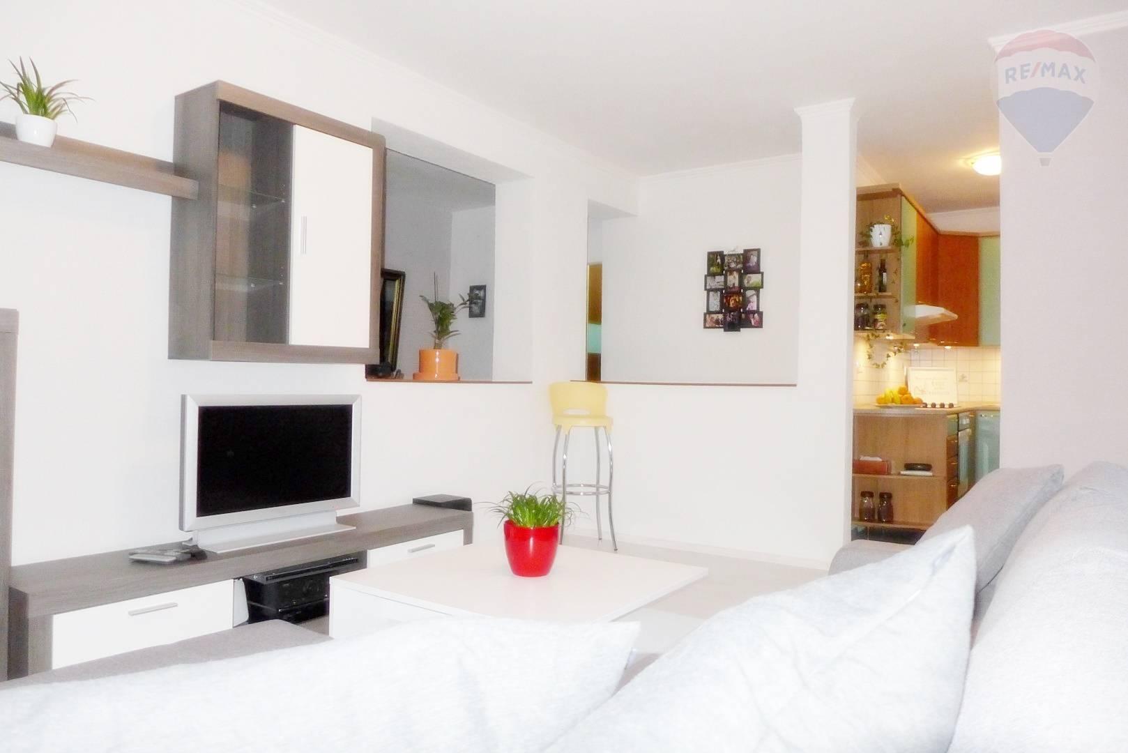 2 izbový byt, 53 m2, lódzia - kompletná rekonštrukcia, ul.B.Bjornsona - Staré sídlisko - PRIEVIDZA