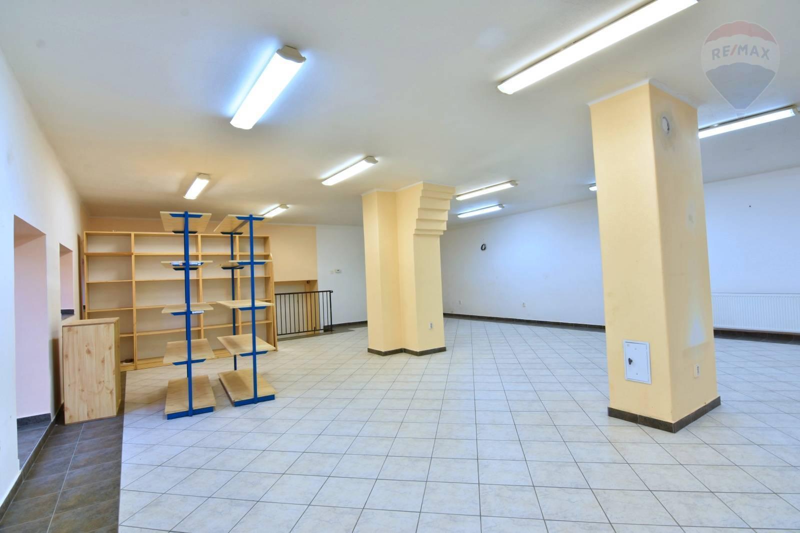 Prenájom komerčného priestoru 110 m2, Nitrianske Pravno - Obchodný priestor Nitrianske Pravno