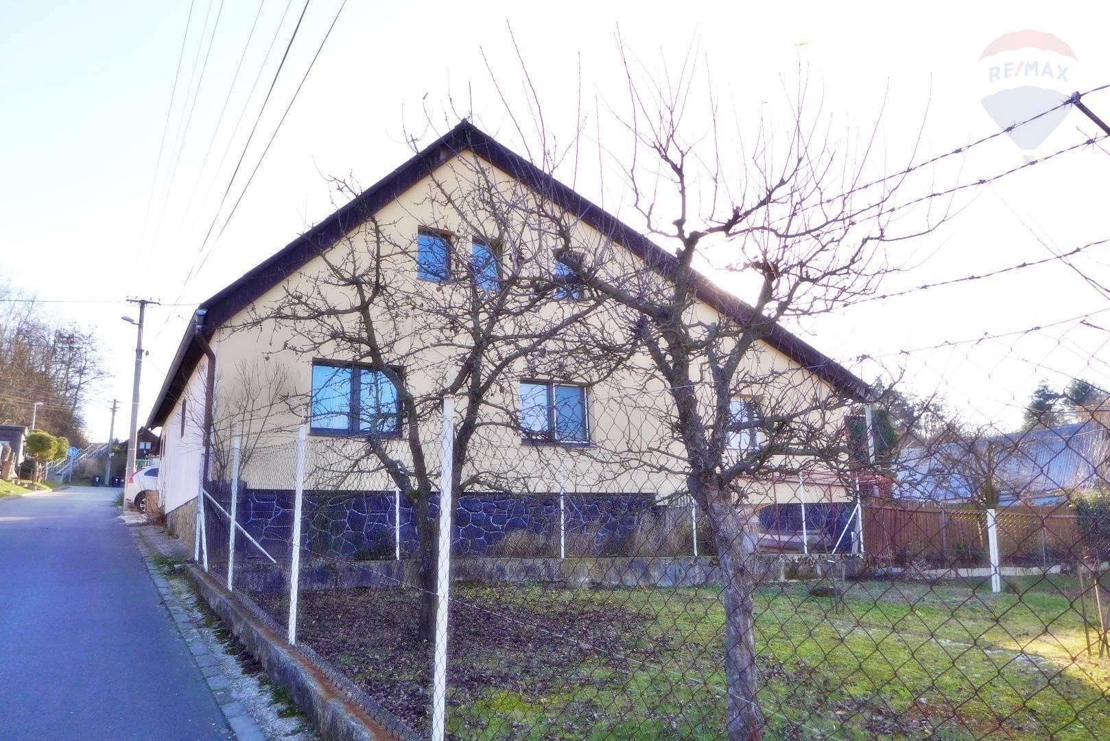 REZERVOVANÉ Rodinný dom -  garáž a dielňa na parcele 540 m2 ul. Pod Horou - NECPALY - PRIEVIDZA