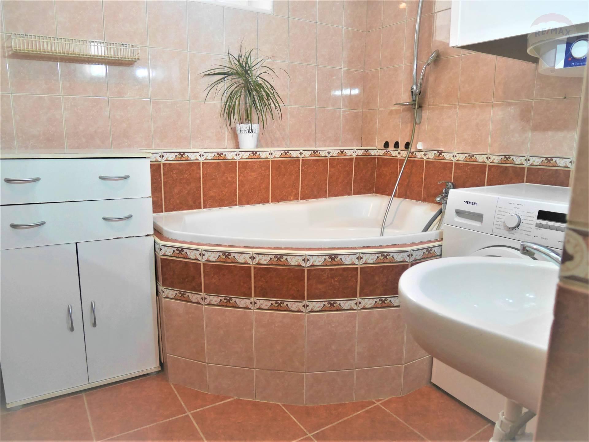 Predaj bytu (3 izbový) 69 m2, Prievidza - 3 izbový byt predaj Prievidza Katarina Racikova Remax 0910212992 osobný realitný maklér kúpa predaj nehnutelnosti