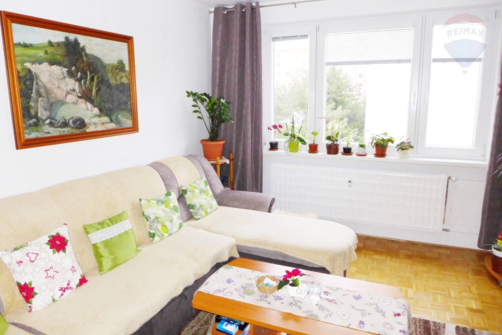 REZERVOVANÉ 2 izbový byt 50 m2 ul. Veľkonecpalská s lógiou, okrajová časť sídl. Necpaly - PRIEVIDZA