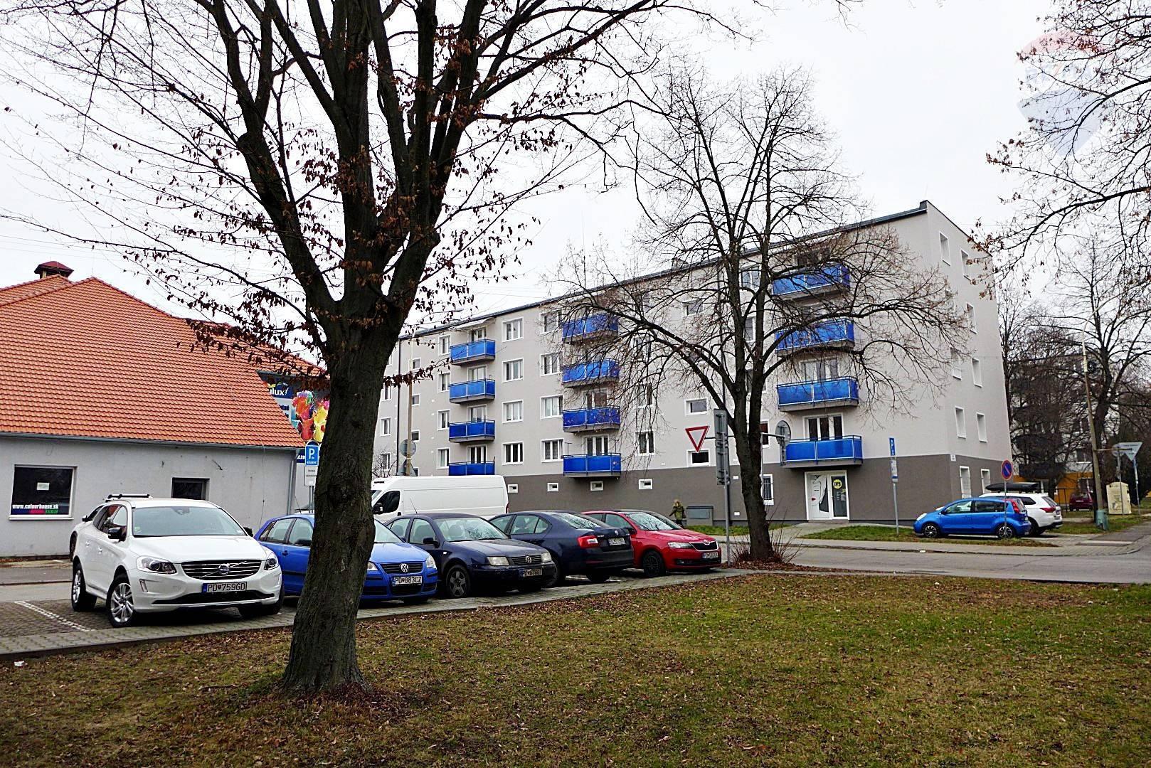3 izb.byt, 63 m2,ul.Rastislavova,centrum mesta, balkón, bezbariérový prístup, parkovanie - PRIEVIDZA