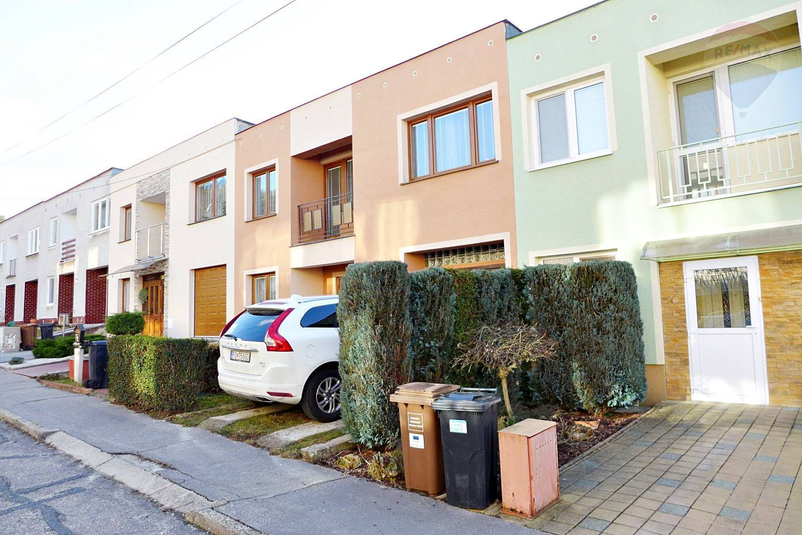 Rodinný dom 5 izbový, radová zástavba, parc. 271 m2, ul. Narcisová - lokalita Kopaničky - PRIEVIDZA