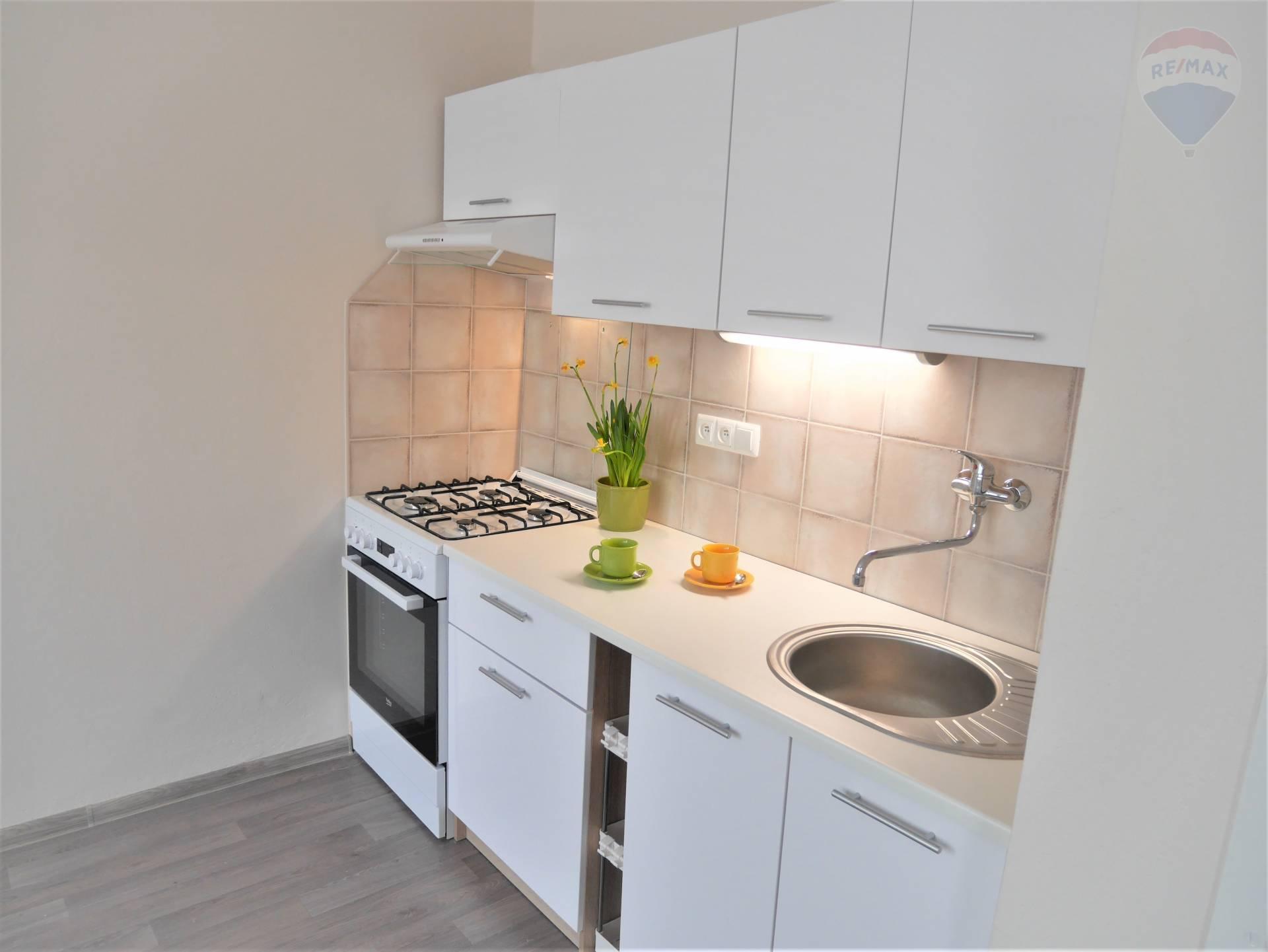 Prenájom bytu (1 izbový) 38 m2, Prievidza - PrenájomPrievidzaRealitnýmaklérKatarinaRacíková 0910 212 992 1 izbový byt na prenájom