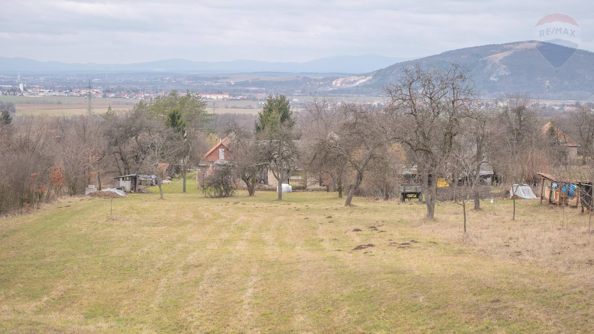 REZERVOVANÉ- Pozemok  2978 m2 - Čereňany Polosamota