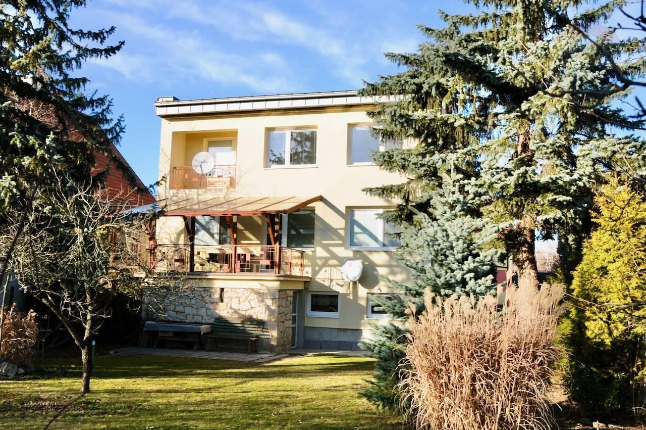Rodiný dom v pokojnej uličke Bojníc 264 m2, s pozemkom 800 m2