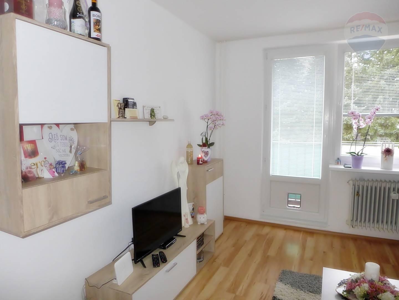 2 izbový byt s balkónom, 54 m2 ul. Nováckeho - okraj sídl. Sever PRIEVIDZA