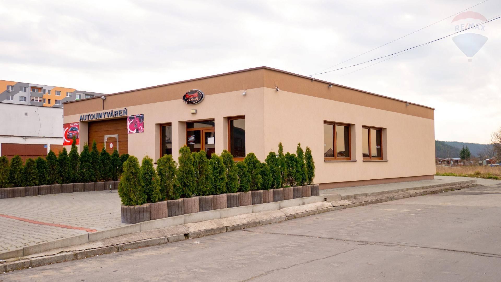 PREDAJ - AUTOUMYVÁREŇ  s kaviarňou, na parcele 532 m2 , Pod Šípkom - PARTIZÁNSKE