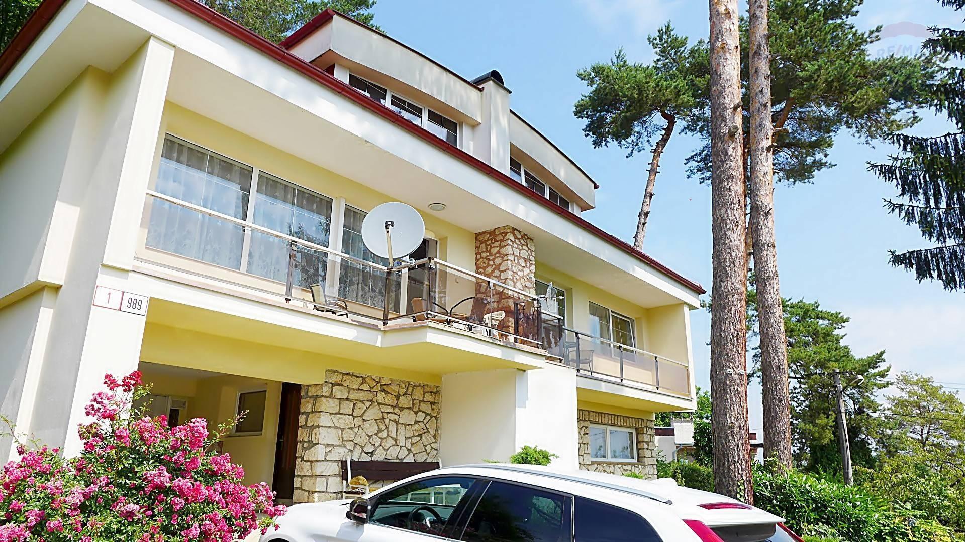 Rodinný dom - 8 izieb - možnosť 2 generačného bývania, parcela 400 m2 ul. Lesná - BOJNICE