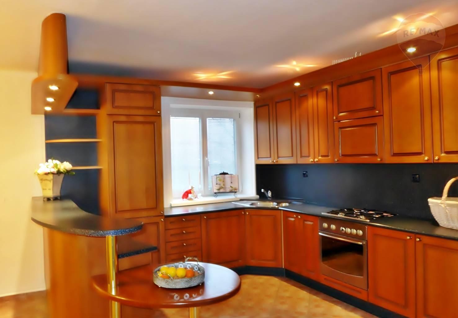 Predaj bytu (4 izbový) 167 m2, Prievidza - 6 izbový byt, 167 m2 - mezonetový , ul. Sama Chalúpku Prievidza Staré sídlisko