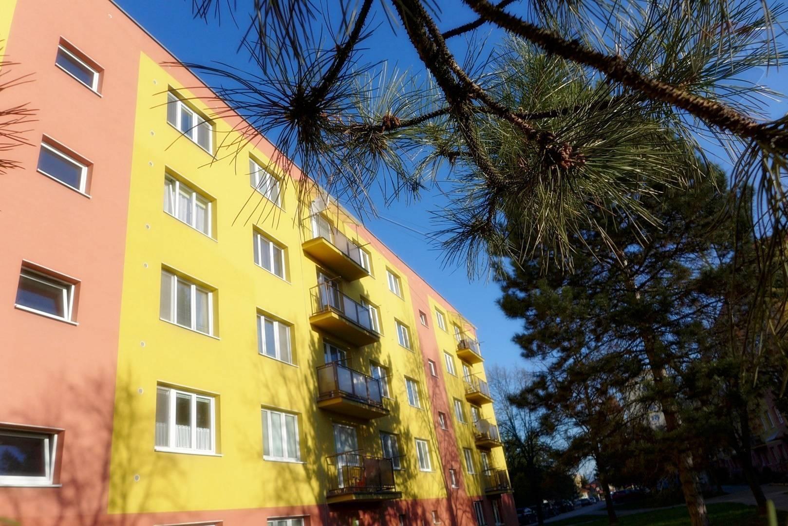REZERVOVANÉ 2 izbový byt, 56 m2 - balkón, kompletná rekonštrukcia ul. Lúčna sídl. Žabník - PRIEVIDZA