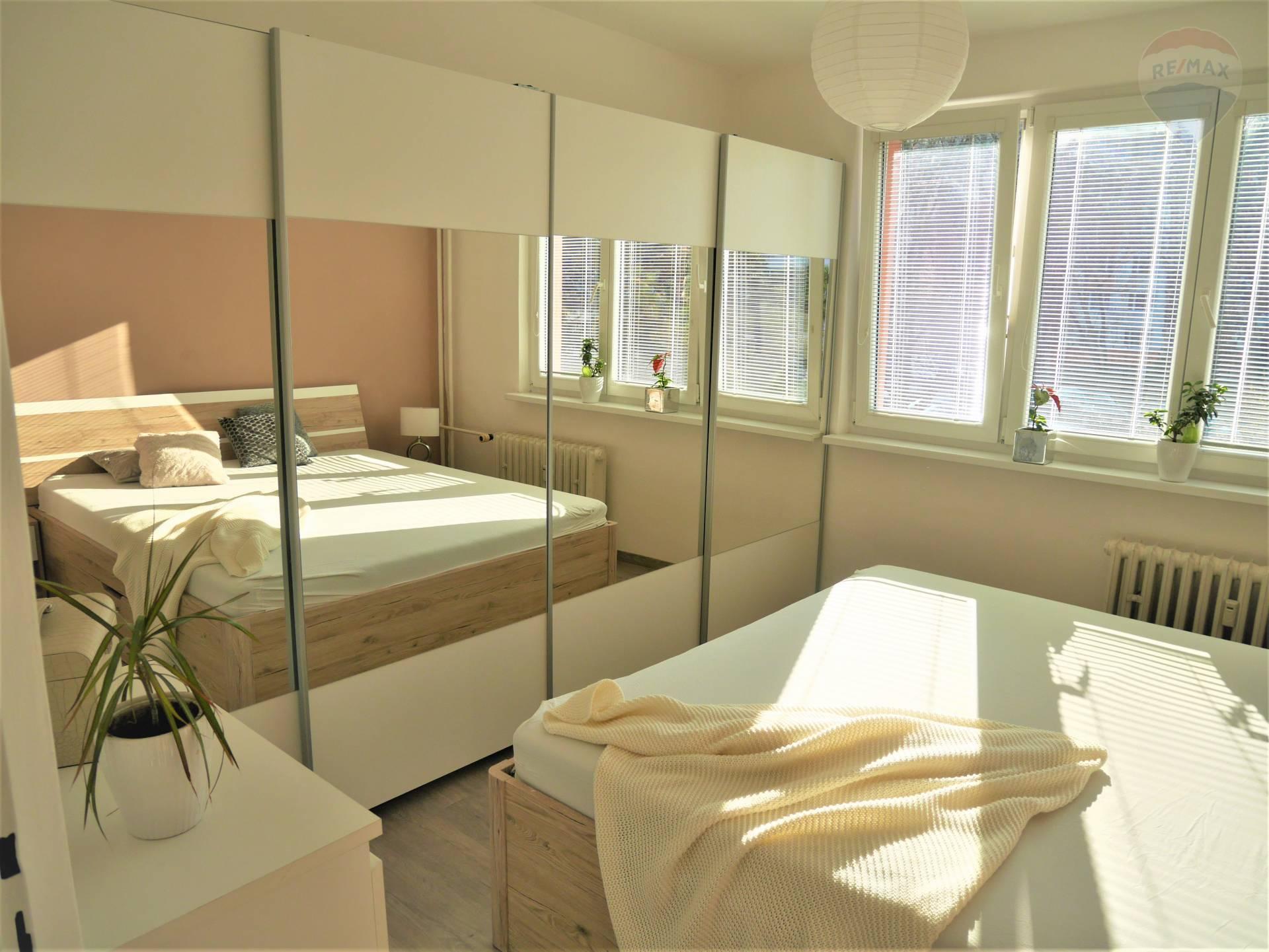3 izbový byt na PREDAJ s balkónom, sídlisko Žabník, Prievidza